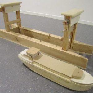 Speelgoed Houten Schutsluis met schip