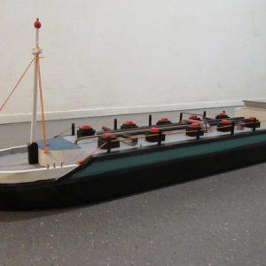 Speelgoed houten binnenvaarttanker