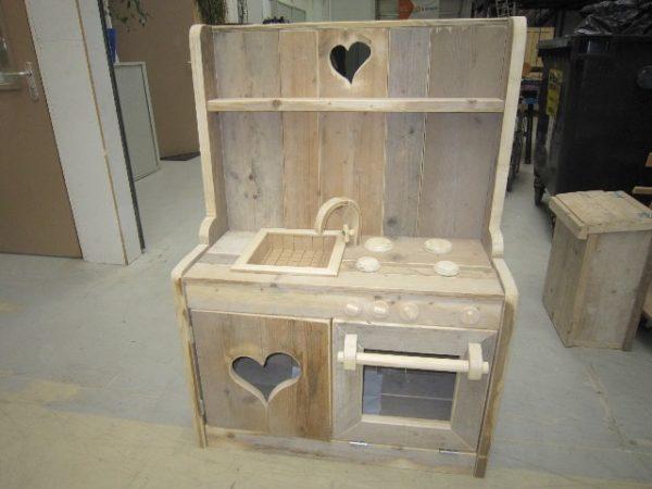Houten speelgoedkeukentje/fornuisje van steigerhout of vuren - De Hoop Meubelmakerij
