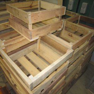 Seriewerk houten producten bij De Hoop Meubelmakerij.