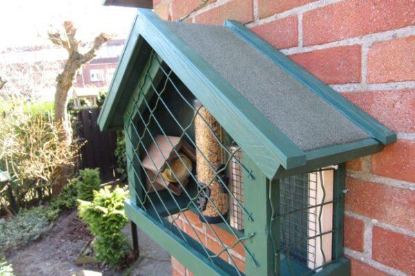 Houten vogelvoeder beschermkooi allerlei maten - De Hoop Meubelmakerij